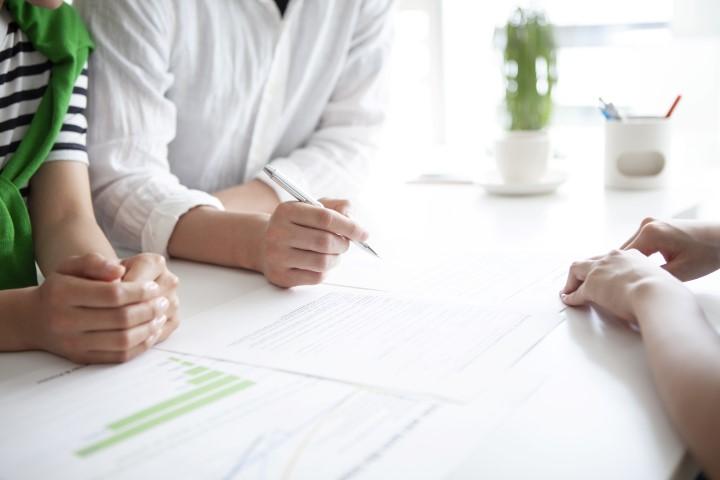 Czym rożni się umowa przedwstępna notarialna od cywilnoprawnej?