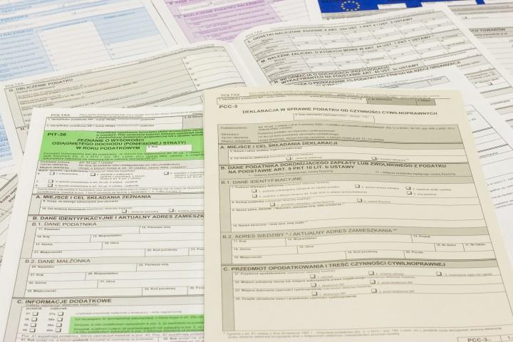 Zaświadczenie z Urzędu Skarbowego o wywiązaniu się z obowiązku podatkowego.